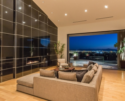 Longlook Living room with recessed walls of glass