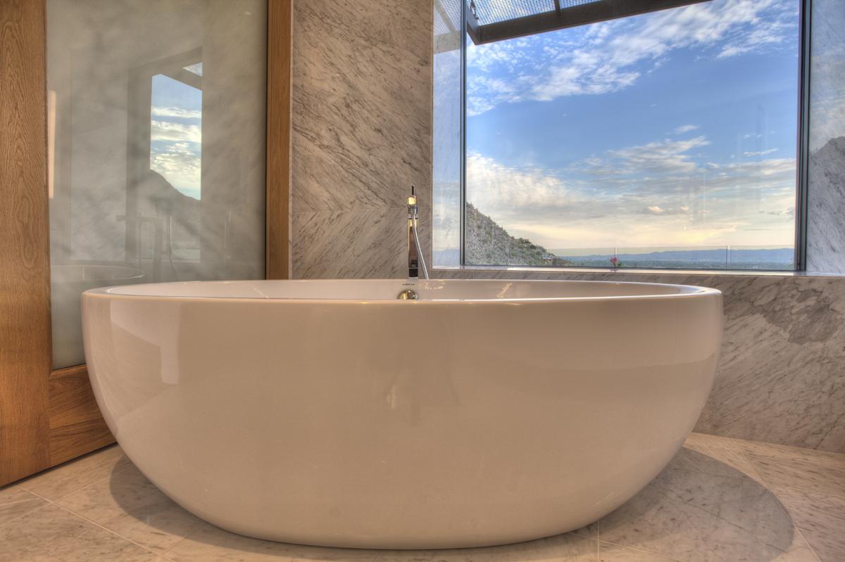 13 Master Soaking Tub
