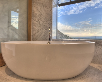 13 Master Soaking Tub